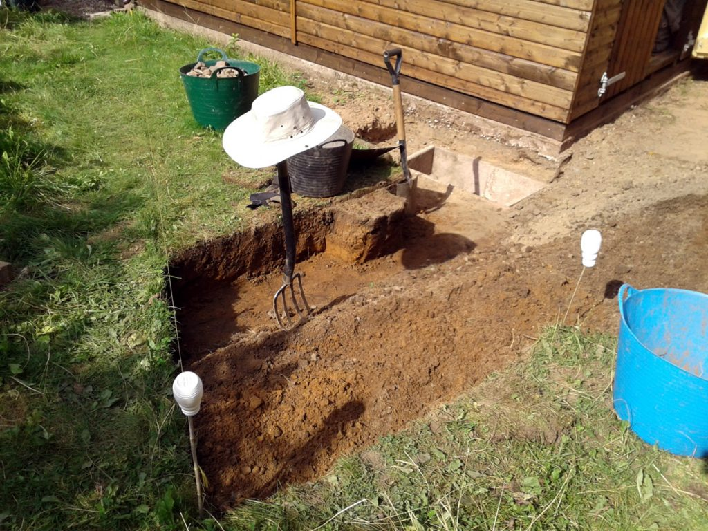 August 2016 - Cottage Garden shed bed
